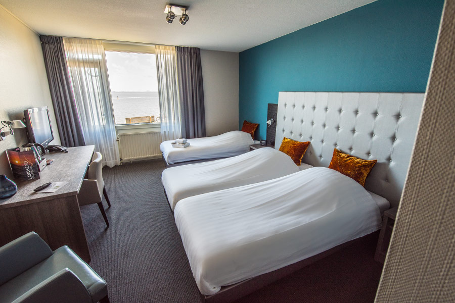 Hotel Lands End Den Helder - Triple room with sea view and balcony